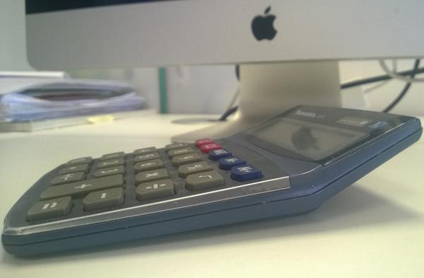 Супер модный iphone 6 гнётся от одного