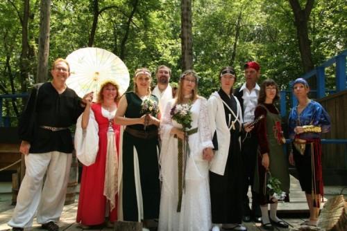 Ах эта свадьба, свадьба, свадьба пела и плясала... Гм?