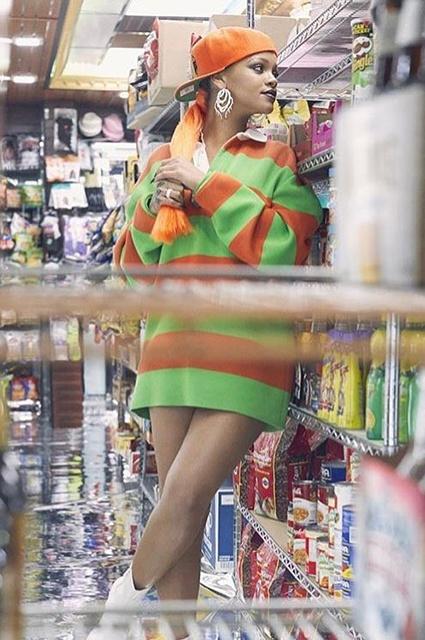Користувачів Мережі здивувала провокаційна фотосесія Ріанни у супермаркеті