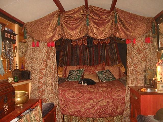 tsiganki-v-posteli