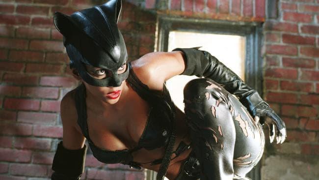 Холли Берри в роли Женщины-кошки