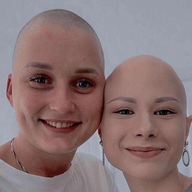 Юлия Чигринец с подругой