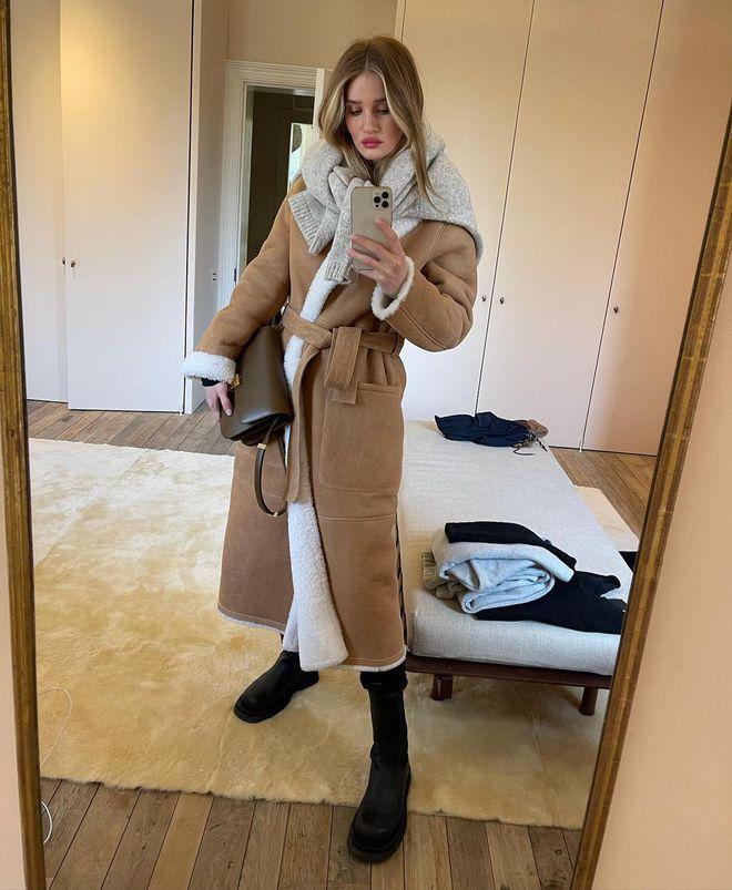 Рози Хантингтон-Уайтли показала модные повседневные наряды