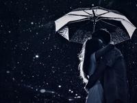 Влюбленные с зонтиком