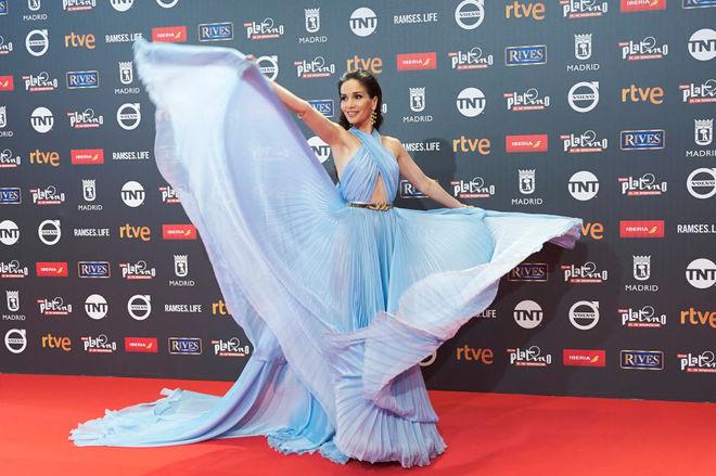 Наталія Орейро в блакитній сукні