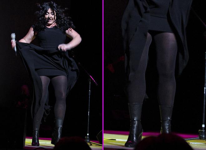 Лолита показала ноги