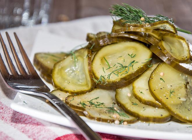 Салат з огірків на зиму без стерилізації: чи можливо це