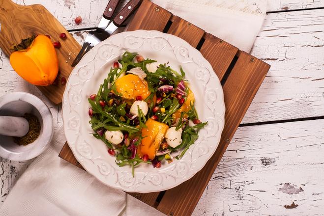 салат з хурмою
