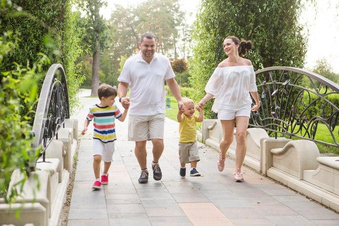 Лера Татарчук с мужем и детьми