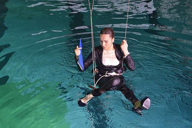 Ведущие Интера в подводной фотосессии