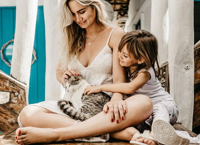 мама дочь и кошка