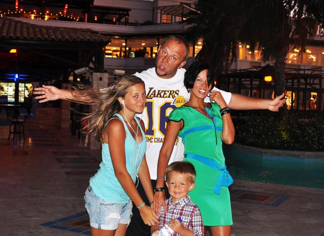 Рэпер Потап официально развелся с женой