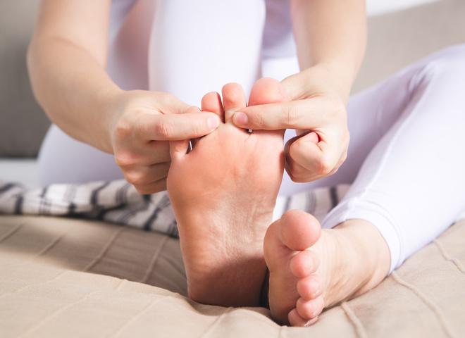 Как лечить мозоль между пальцами