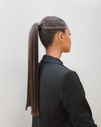 Хвіст з акцентною деталлю — зачіска на Новий рік 2021
