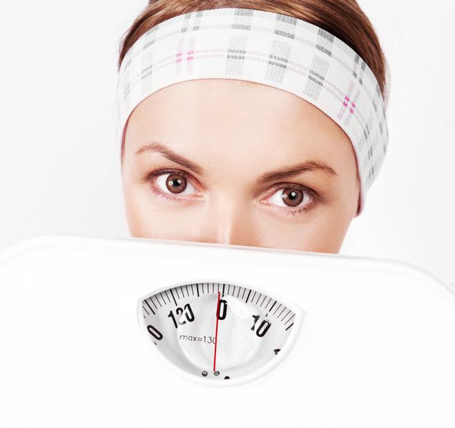 Дівчина, дієта, схуднення, зважування, ваги