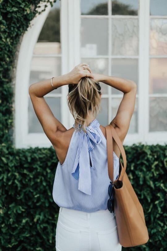 Кроме маек в бельевом стиле: блузки без рукавов для идеального офисного образа