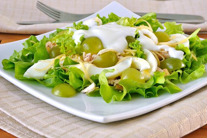 Легкие салаты на 8 Марта: рецепты с фото, Салат курица с виноградом