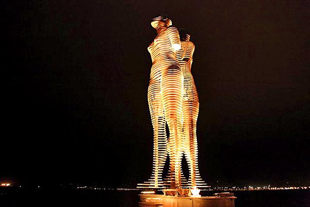 Современная Грузия: Статуя «Любовь» -  Батуми