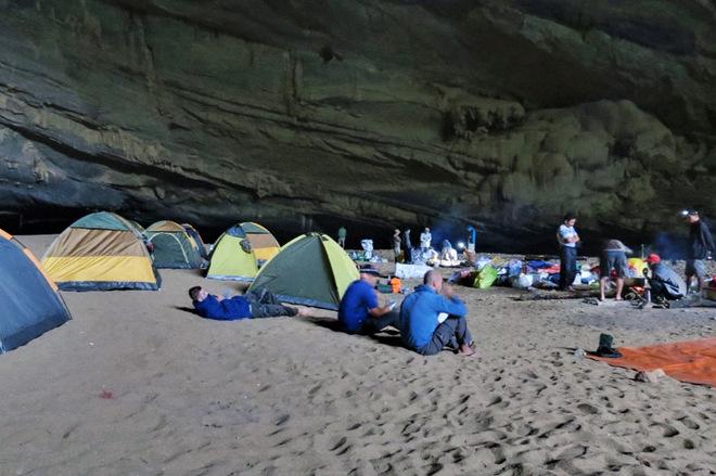 Самая крупная пещера в мире: тайный мир Шондонг