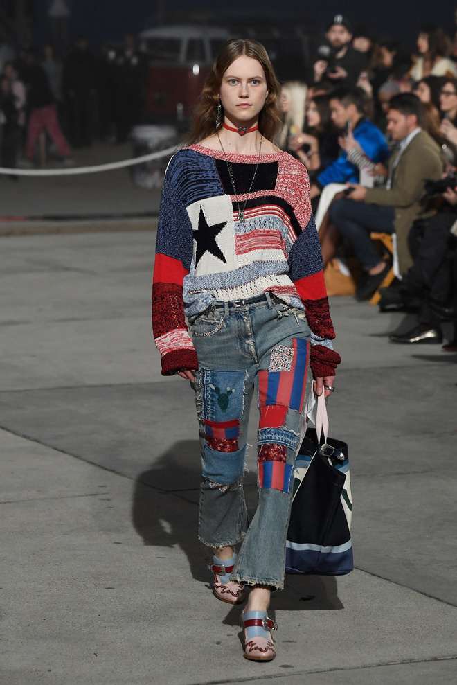 аплікація і вишивка на джинсі