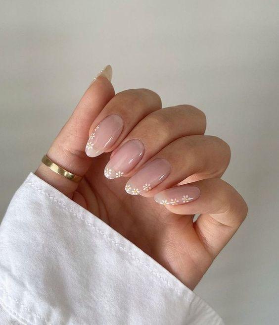 Овал — модная форма ногтей