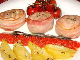 Медальоны из свинины с помидорами черри
