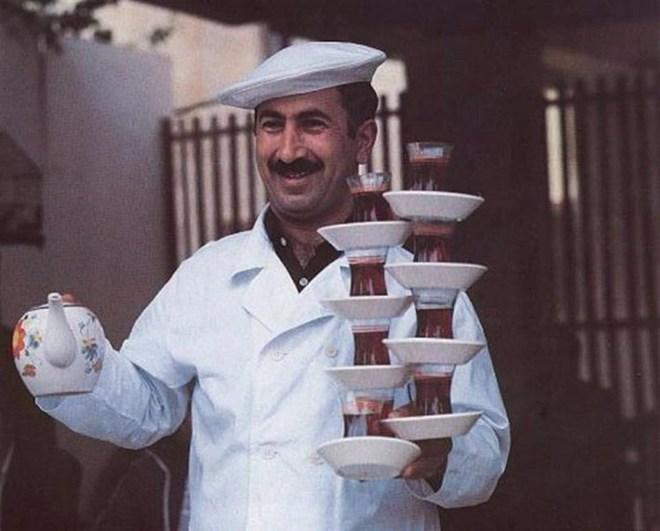 Официанты-виртуозы своего дела