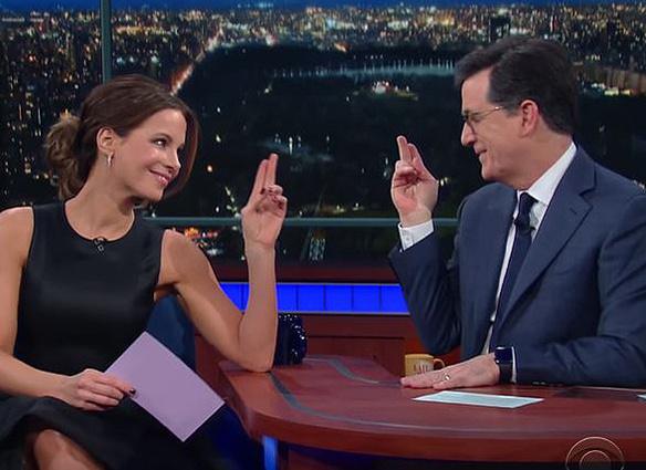 Кейт Бекинсейл преподает русский язык на телевизионном шоу
