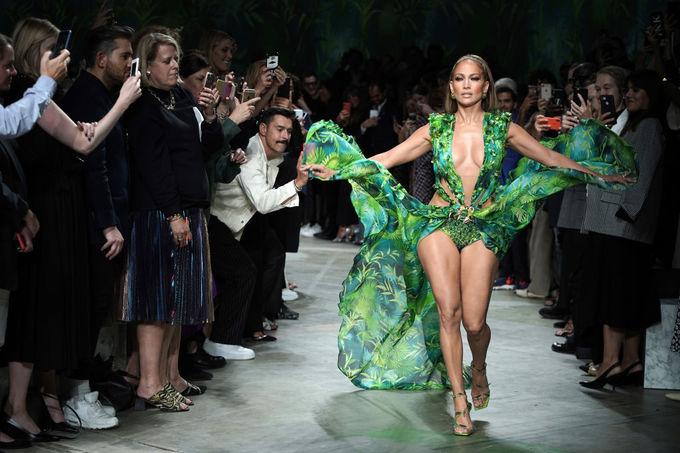 Весенне-летняя коллекция Versace 2020