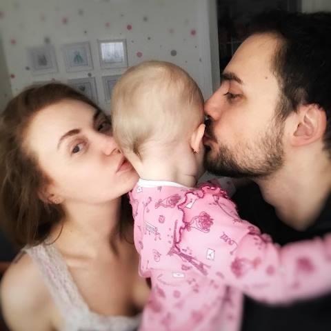 Слава с мужем и дочкой