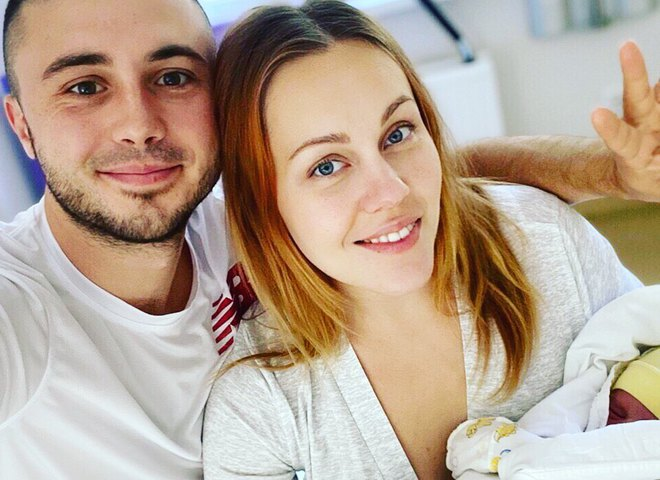 Тарас Тополя з дружиною і дочкою