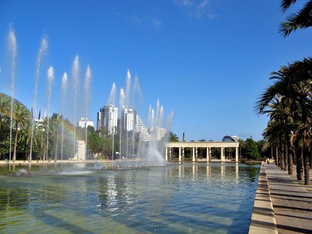 Достопримечательности Валенсии: прогулка вдовь русла реки Турия