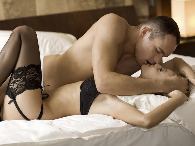 Романтичный секс в постельных позах анимация