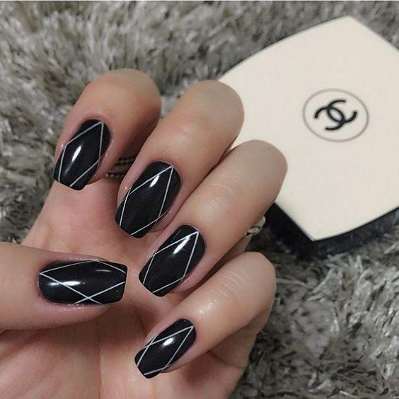Чорно-білий манікюр