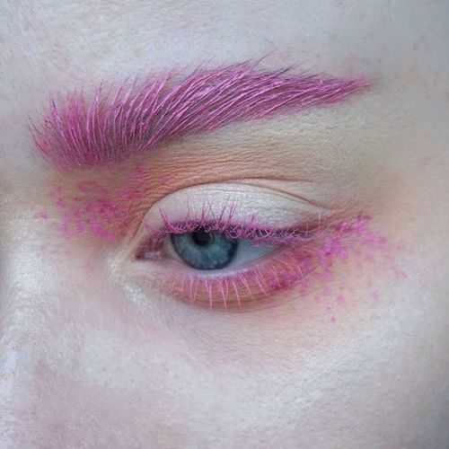 Гарний макіяж з кольоровою тушшю