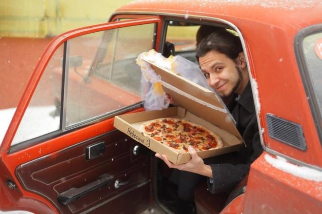 Свадьба мечты. 22-летний парень из Томска женился на пицце
