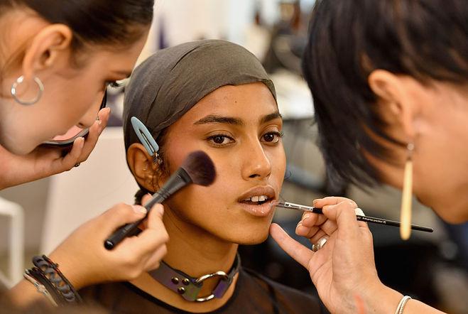 Рианна запускает собственный косметический бренд