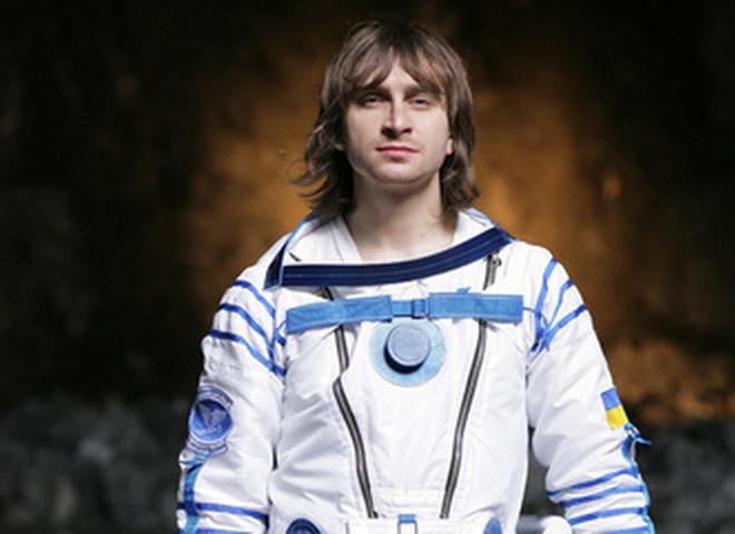 Пока Олег Собчук летает, дома его ждут жена и ребёнок