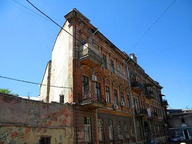 Необычные строения Украины: дом-стена в Одессе. Воронцовский переулок