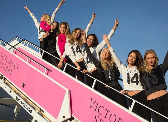 Модели Victoria's Secret перед полетом в Лондон
