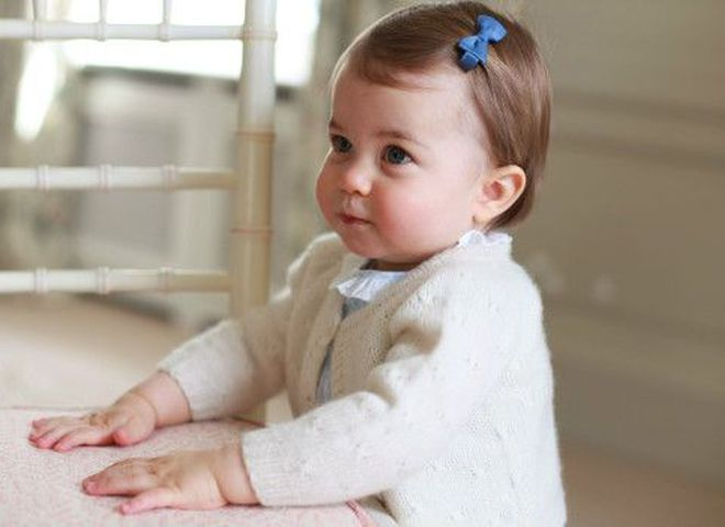 Опубліковані нові фото принцеси Шарлотти до її першого дня народження