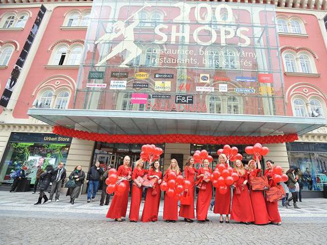 Різдвяні розпродажі 2013-2014 в Празі. Шопінг-центр Палладіум.