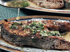 Шашлык из рыбы с чесноком и кинзой