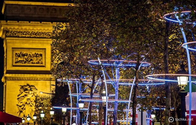 Різдвяна ілюмінація в Парижі