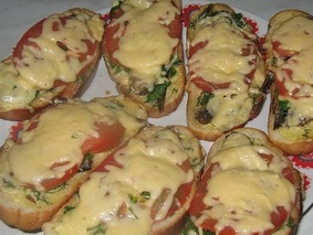 Горячий бутерброд со шпротами