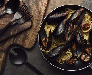 Паста с мидиями: рецепт пошагово