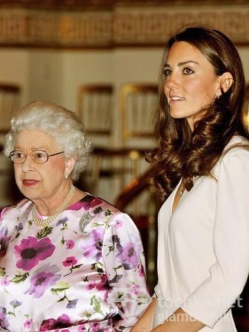 Королева Єлизавета і Кейт Міддлтон