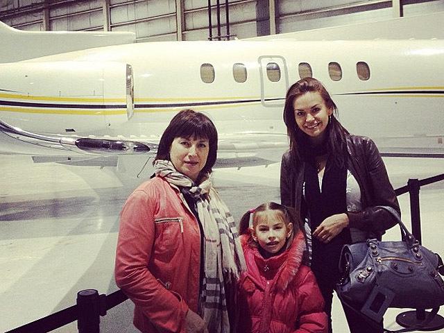 Ирина Шейк показала свою мать и ребенка