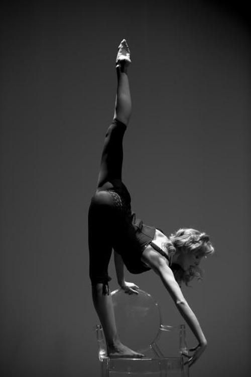 фотосессия танцора с растяжками проводим