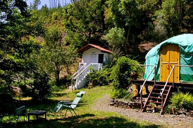 Самые лучшие места для медового месяца: Юрта, Португалия
